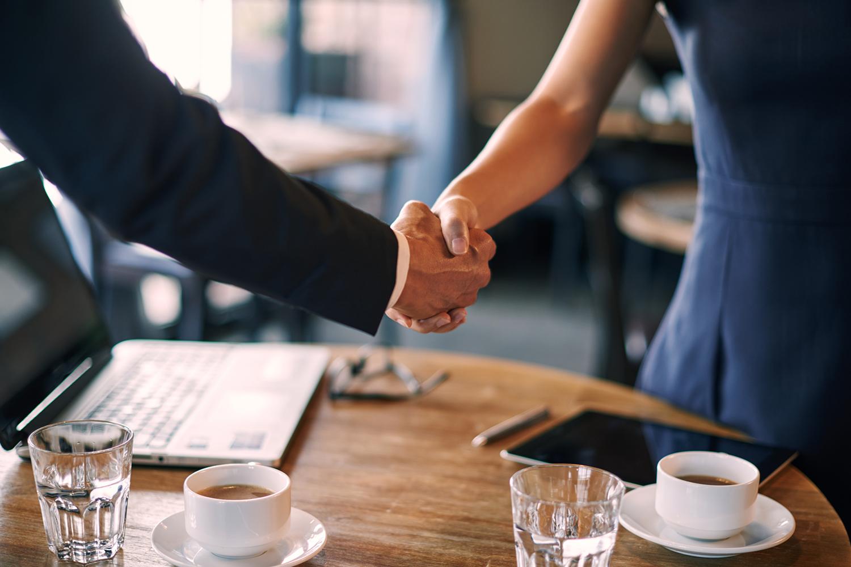 La Inter Imobiliare, parteneriatul incheiat cu colegii nostri francizati, reprezinta o relatie pe termen lung, care cu siguranta ne va ajuta sa ne dezvoltam reciproc.
